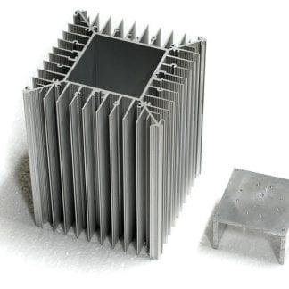 Aluminiumprofil SVETOCH PROFI für Wärmeabtransport bis zu 600 W/m mit Modulträger der mit variabler Tiefe in das Modul gepresst werden kann.