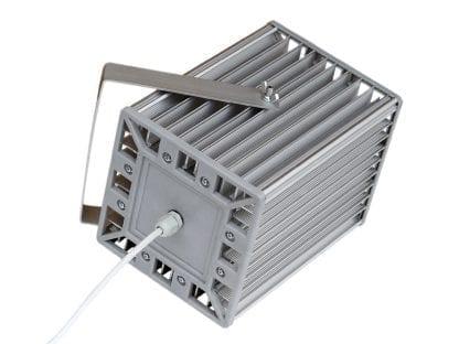 Hochleistung-LED-Leuchte mit Verkabelung durch PG7 aus den Komponenten der Serie SVETOCH PROFI