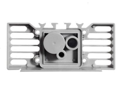 Außenansicht Endkappe für Aluminiumprofil SVETOCH STRADA mit Aussparungen für Silikon-Streifen zur Abdichtung und Bereichen für Bohrungen
